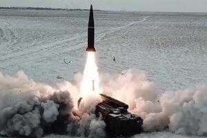 Iskander-M đáng sợ khi mang cả tên lửa hành trình tầm xa