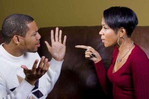 Khoe vợ nhặt được cọc tiền trước ngõ, chồng nhận hậu quả đắng chát