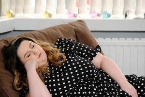 Người phụ nữ cứ cười là... buồn ngủ