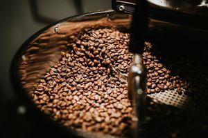 Giá cà phê hôm nay 28/4: Đà tăng còn rất mạnh, mặc rủi ro tiềm ẩn thị trường vẫn hưng phấn quá mức