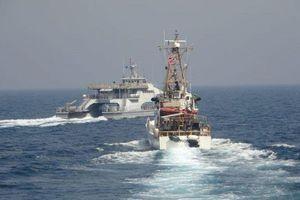Tàu Mỹ và Iran lại 'chạm trán' trên Vịnh Ba Tư