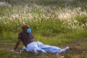 Các bác sĩ trẻ Ấn Độ cảm thấy bị phản bội trong dịch Covid-19