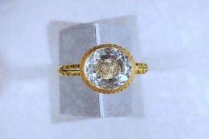 Khai quật nhẫn vàng hơn 300 tuổi của vị bá tước có số phận bi thảm