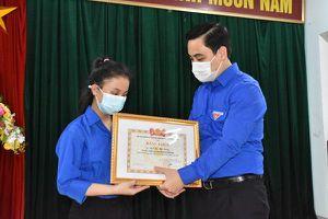 Tuyên dương nữ sinh ở Hà Tĩnh trả lại gần nửa tỷ đồng nhặt được trên đường