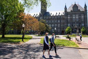 Mỹ dự định nới lỏng hạn chế đi lại với sinh viên quốc tế