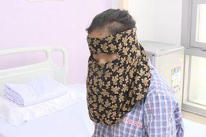 Vác khối u khổng lồ trên mặt, cô gái phải ăn cháo suốt 5 năm