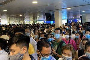 Tân Sơn Nhất đón 100.000 lượt khách dịp 30/4, tăng 20% so với ngày thường