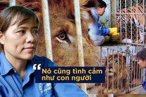 Người phụ nữ hàng chục năm chải bờm, chơi với hổ và sư tử nặng 200kg: 'Nó cũng tình cảm như con người'