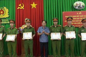 Công an huyện Châu Phú được khen thưởng trong công tác thu nhận hồ sơ cấp CCCD gắn chíp điện tử