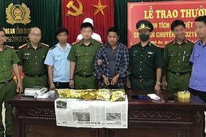 Vây bắt đối tượng 'ôm' 5kg ma túy đá từ Lào vào Việt Nam