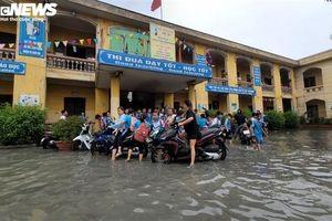 Kinh hãi nước thải nhà máy giấy xả thẳng ra trường học ở Bắc Ninh
