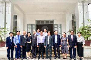 Lãnh đạo VUSTA thăm, làm việc tại Viện Kinh tế và Phát triển