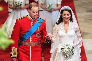Nhìn lại đám cưới 'cổ tích' của Công nương Kate 10 năm trước