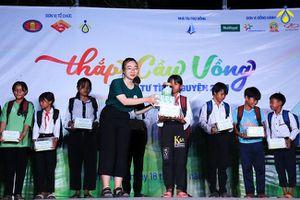 Tháng tư tình nguyện 'thắp cầu vồng' tại vùng nắng gió Ninh Thuận
