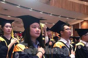 Có quyền hiệu trưởng, ĐH Tôn Đức Thắng gấp rút ký hơn 3.000 bằng tốt nghiệp