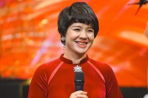 Nhà báo Diễm Quỳnh tự tin sống gần người trẻ, mãi không già đi
