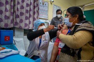 Ấn Độ tiếp tục ghi nhận số ca nhiễm kỷ lục, 'ác mộng' Covid-19 chưa dừng