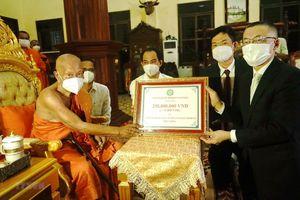 Giáo hội Phật giáo VN tặng quà chư tăng Campuchia gặp khó vì COVID-19