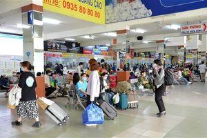 TP.HCM: Người dân dồn về các bến xe, nhà ga khiến nhiều điểm bị ùn ứ