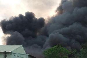 Clip xưởng may ở Hưng Yên chìm trong biển lửa, khói đen bốc nghi ngút