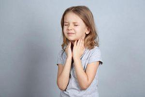 Sai lầm khi chữa tai mũi họng cho trẻ nhiều bố mẹ mắc phải