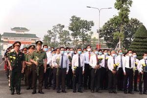 Lãnh đạo tỉnh Đồng Nai viếng và dâng hương tại nghĩa trang liệt sĩ tỉnh