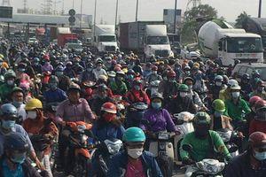 TP.HCM: Cửa ngõ phía Đông kẹt xe kéo dài nhiều km trước nghỉ lễ 30/4