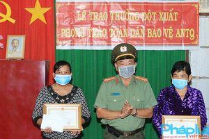 Khen tặng hai phụ nữ Khmer bắt đối tượng cướp có hung khí