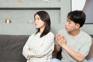 Phụ nữ dù thoải mái bộc lộ bao tâm tư cũng phải 'khắc cốt ghi tâm' giấu thật kỹ 3 thứ này với chồng nếu muốn hôn nhân hạnh phúc