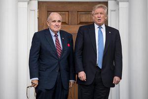 Ông Donald Trump chỉ trích lệnh khám xét nhà cựu luật sư thân tín