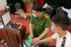 Công an huyện Thanh Oai làm căn cước công dân xuyên 4 ngày nghỉ lễ