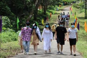 Hàng nghìn lượt du khách về với rừng Cúc Phương ngày đầu nghỉ lễ