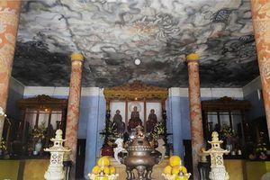 Bức tranh lớn nhất Việt Nam được vẽ bằng chân