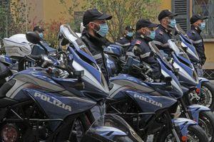 Ngắm siêu môtô MV Agusta Turismo Veloce của cảnh sát Milan