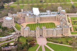 Huyền bí chuyện ma quái xảy ra ở lâu đài nổi tiếng nước Anh