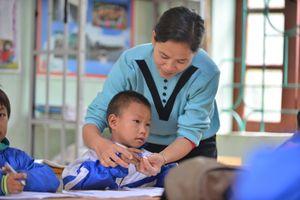 Cô Khuyên cả tuổi trẻ gắn bó giáo dục vùng cao và niềm đam mê làm thiện nguyện