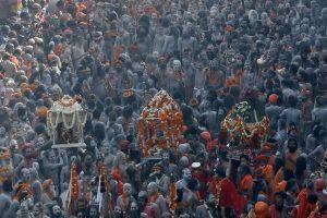 Giữa 'địa ngục trần gian', nhiều người Ấn Độ tìm phù thủy chữa Covid-19