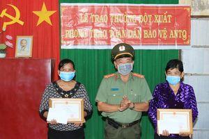 An Giang: Hai phụ nữ Khmer bắt cướp được Giám đốc Công an tỉnh tặng giấy khen