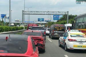 Từ TP.HCM đi Vũng Tàu mất 6 tiếng, trạm thu phí quốc lộ 51 đang xả trạm