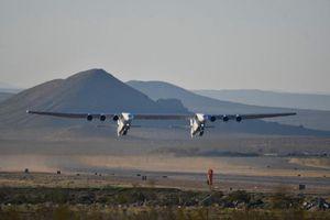 Máy bay lớn nhất thế giới Stratolaunch đã trở lại bầu trời