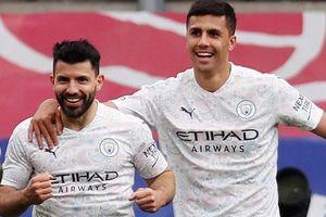 Man City chạm một tay vào chức vô địch Premier League