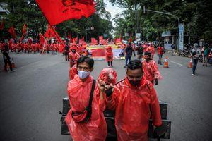 50.000 công nhân Indonesia biểu tình phản đối luật lao động