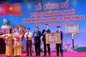 Cát Hải đón nhận Bằng công nhận huyện đạt chuẩn nông thôn mới và Huân chương Lao động hạng Ba
