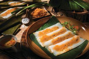 Món bánh nậm xứ Huế dân dã và hấp dẫn khiến du khách 'mê tít'