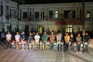 Qua mạng xã hội, nhóm thanh thiếu niên tụ tập đua xe quanh thành cổ Sơn Tây