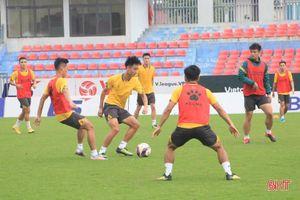 Nam Định FC làm quen sân Hà Tĩnh chuẩn bị lượt trận vòng 12 V.League