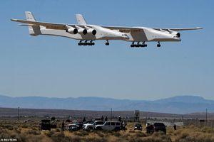 Video máy bay khổng lồ, sải cánh hơn chiều dài sân bóng đá, bay thử thành công