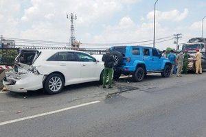 Tài xế gây tai nạn liên hoàn vì phanh gấp né thùng xốp