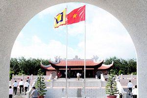 Viếng đền liệt sĩ Long Khánh