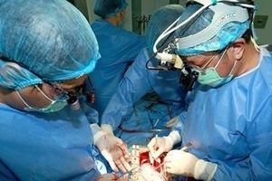 Phẫu thuật Hybrid cứu sống nhiều bệnh nhân bị bệnh lý động mạch chủ